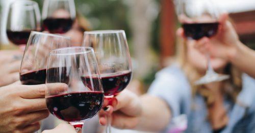 Az alkohol 740 ezer embernél okozott rákot tavaly