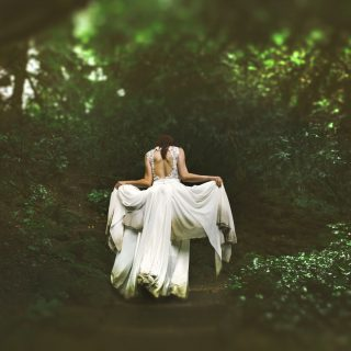 Egyenjogúság helyett előnyös házasság: mi fán terem a feminity coaching?