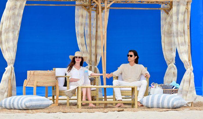 Anne Hathaway és Jared Leto kéz a kézben a tengerparton
