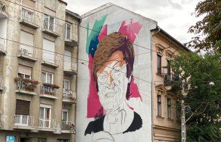 Ötemeletes festménnyel tiszteleg Karikó Katalin előtt a Brain Bar