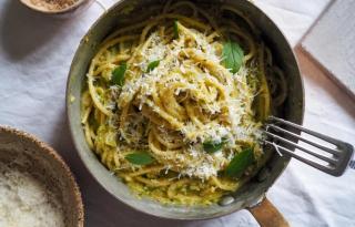 Cukkinivajas spagetti – eszméletlenül krémes