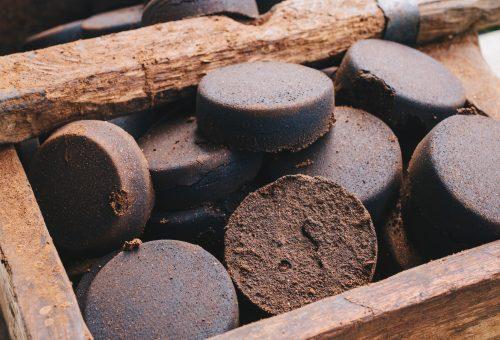Szagtalanítás, tűzhelytakarítás, tápoldatozás: millió dologra jó a kávézacc