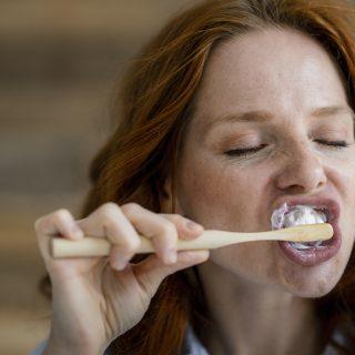 Te tudod, a fogorvosok szerint mi a pontos sorrend a mindennapi fogápolásban?