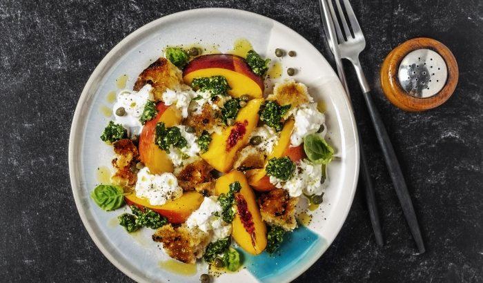 Paradicsomos barackos saláta krémes burratával