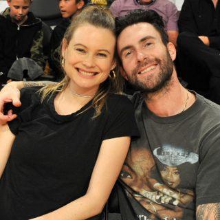 Adam Levine és Behati Prinsloo 170 milliós cipőt tart a konyhában