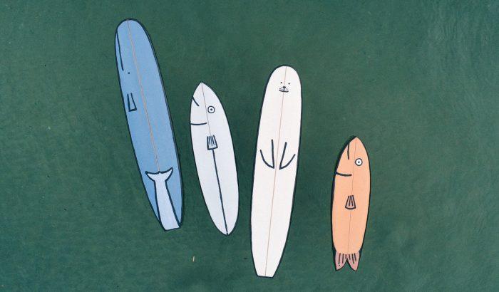 Illusztrált deszkákkal szerethetsz bele a szörfözésbe