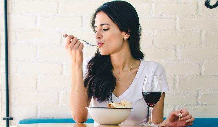 8 étel, amit a nőknek minden héten kellene enni