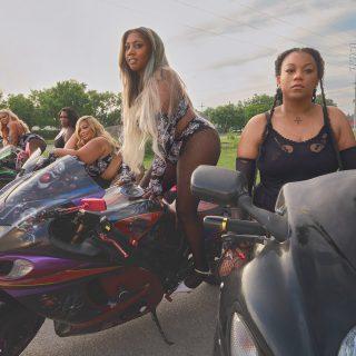 Rihanna motorversenyzőket toborzott legújabb kampányához
