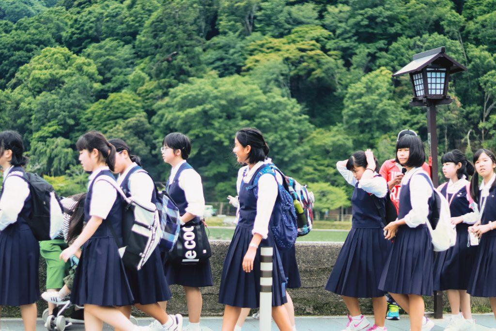 del-korea-iskola-fehernemu