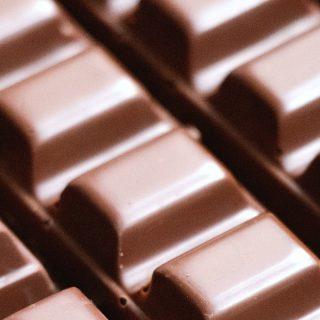 Együnk csokit egy órával felkelés után, ha több zsírt akarunk égetni
