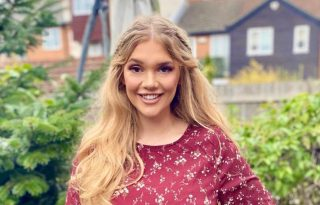 Titokzatos fejfájástól a téves diagnózison át egy új életcélig: Lucy Dawson útja a modellkedésig