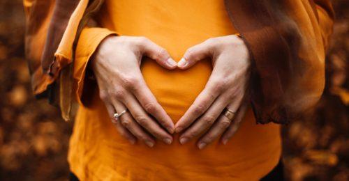 A magzat fejlődése múlik azon, milyen fény éri az anya hasát