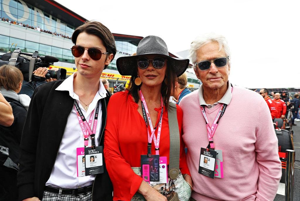 Catherine Zeta-Jones és Michael Douglas nagyobb gyermekükkel, Dylannel