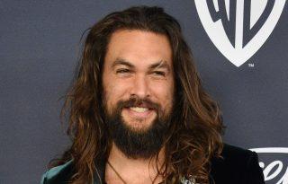 Jason Momoának remekül áll az új Aquaman-jelmez
