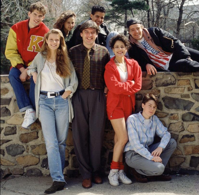Gwyneth Paltrow (farmerban és fehér pólóban) 1990-ben