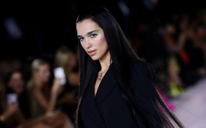Dua Lipa modellként debütált a Versace kifutóján