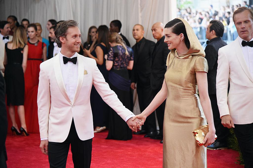 Anne Hathaway és Adam Shulman