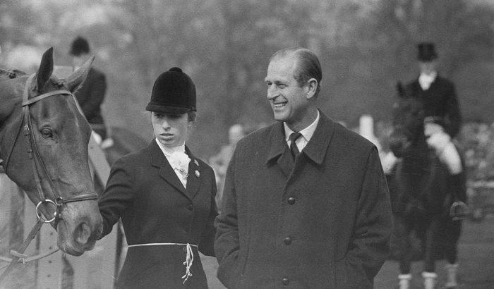 Ritkán látott, régi videó az angol királyi családról, ami sokak szemébe csal könnyeket