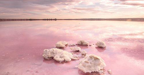 Mesébe illő tavak Európában, amelyek káprázatos színekben pompáznak