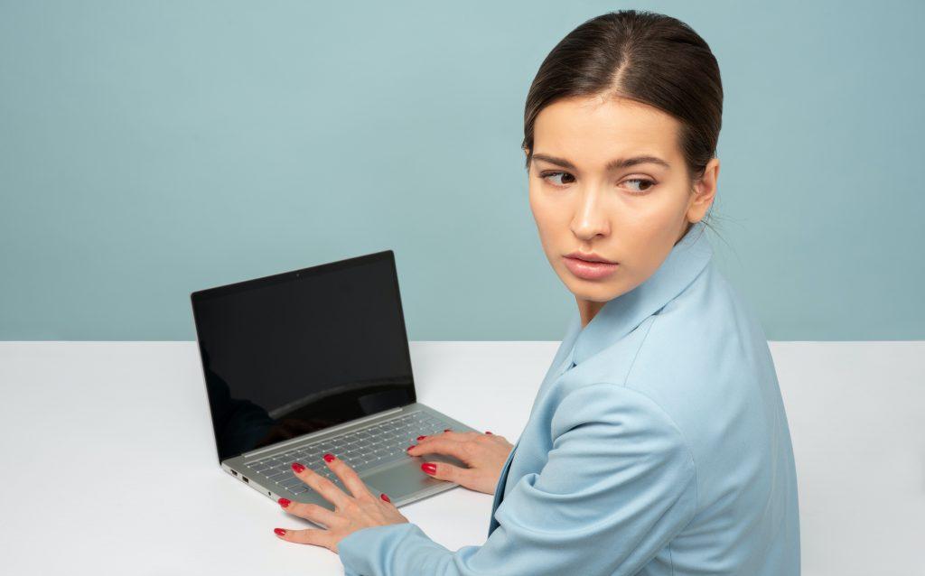 narcisztikus-fonok-munkahely