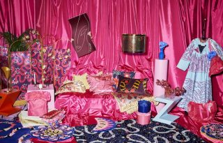 Merész színek és vad printek Zandra Rhodes és az IKEA közös kollekciójában