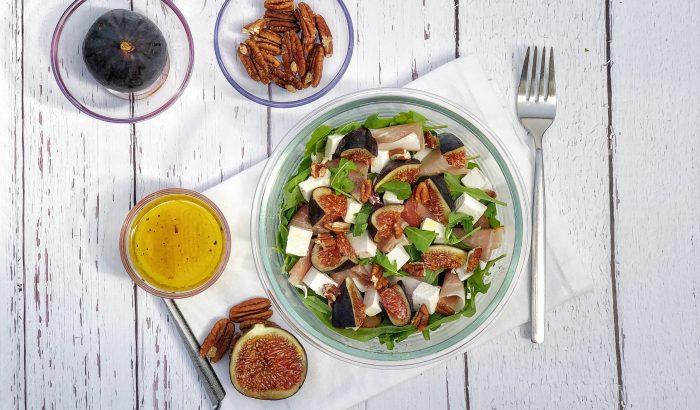 Őszi fügés-fetás saláta ropogós pekándióval