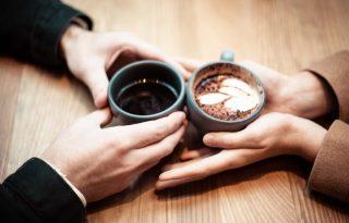 Miért egy 30 perces kávézás a legjobb első randi?