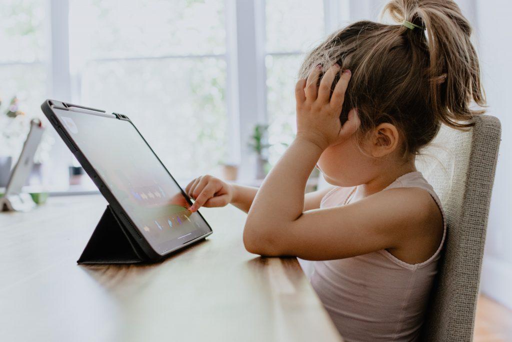 kiberbiztonsag-gyerekek-webkamera