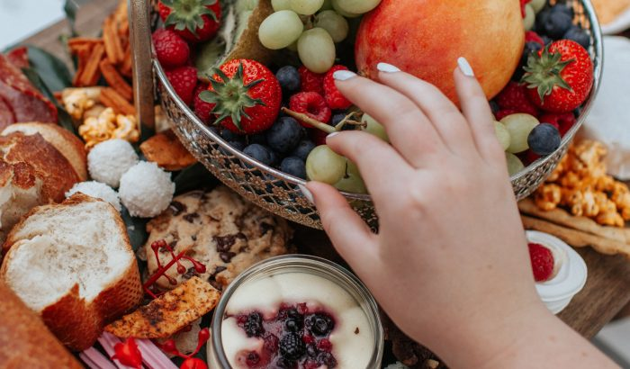 4 étel, ami semlegesíti a túlevés káros hatásait