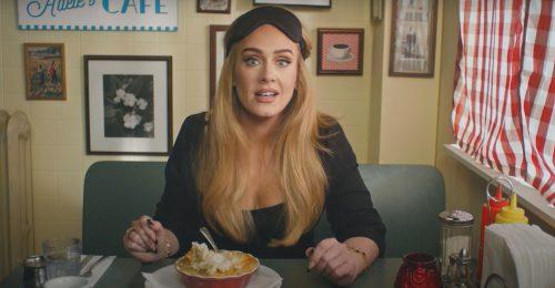 Adele megmutatta az ő kis feketéjét