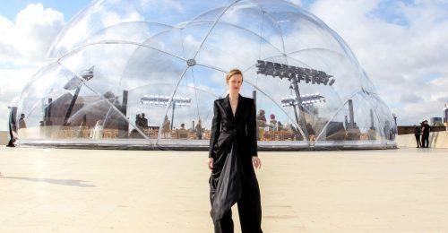 Egy parkolóház tetején debütált az Alexander McQueen kollekció