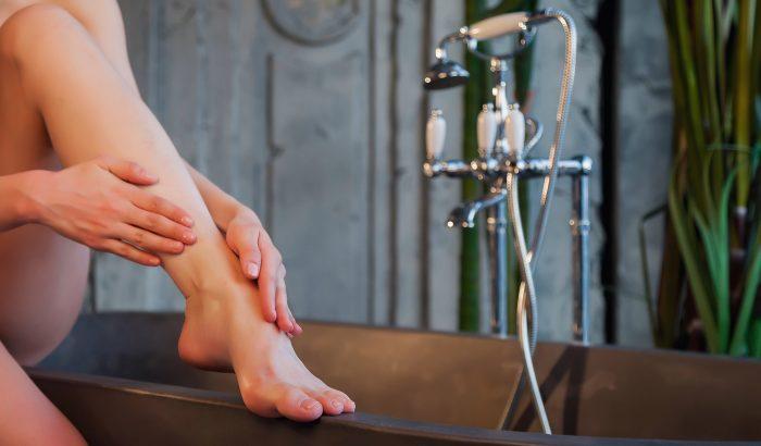 Így puhítsd a bőrkeményedést a lábadon!