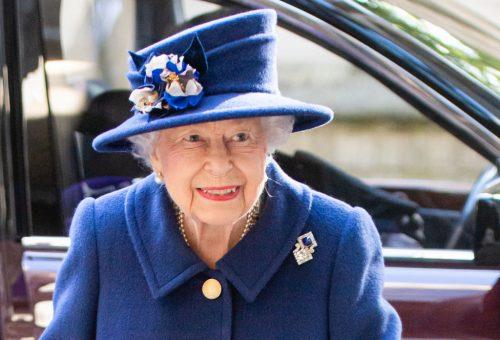 18 éve most először jelent meg Erzsébet királynő bottal egy eseményen