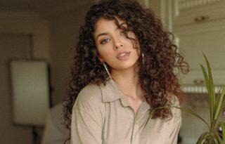 A göndör haj ápolásának 5 aranyszabálya – egy fodrász profi tanácsai