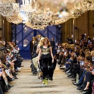 Múlt és jelen között kalandozik a legújabb Louis Vuitton kollekció