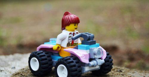 A Lego eltávolít mindent a játékairól, ami a nemi sztereotípiákat erősíthetné